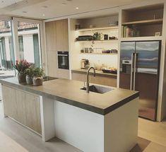 white home decor Big Kitchen, Open Plan Kitchen, Kitchen Dining, Cocina Office, Home Fix, Scandinavian Kitchen, Cuisines Design, Farmhouse Kitchen Decor, Interior Design Kitchen
