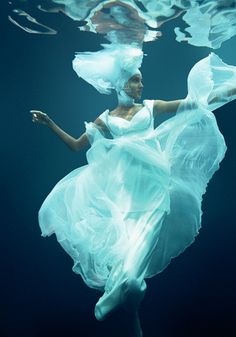 UNDERWATER FASHION | Little POP Machine    this is freaking awsome