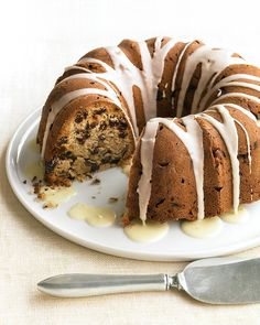MARTHA STEWART - GLAZED PECAN-RAISIN CAKE - This cake is lighter in texture and more delicate than traditional fruitcake, yet keeps all its appeal with nutmeg, pecans, raisins, and a touch of brandy. Bunt Cakes, Cupcake Cakes, Cupcakes, Cake Recipe Martha Stewart, Cake Recipe For Decorating, Raisin Cake, Glazed Pecans, Pecan Cake, Best Cake Recipes