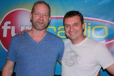 David Koller v štúdiu Fun rádia v Rannej šou! Vypočuj si, aký hit zahral naživo... http://www.funradio.sk/hudba/novinky/27957-david-koller-v-rannej-sou/