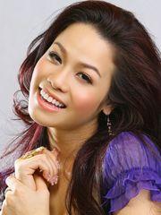 Hình ảnh Nhật Kim Anh với nụ cười hút hồn, nụ cười duyên mà chỉ ở cô nàng xinh đẹp, tươi trẻ và tài năng này