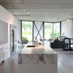 Piet Boon  Kitchen showroom Styling: Karin Meyn Image © C-Moore (C-Moore blog) #kitchen #pietboon #pietbooncollection @studio_pietboon #kitchendesign #design #inspiration #architecture #instarchitecture #instadesign #instainterior #instainteriors #interiordesign