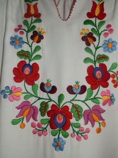 Hungarian Embroidery Patterns Vintage handmade blouse embroidery Hungarian by macaristanbul - Mexican Embroidery, Hungarian Embroidery, Folk Embroidery, Learn Embroidery, Hand Embroidery Designs, Vintage Embroidery, Embroidery Patterns, Embroidery Jewelry, Chain Stitch Embroidery