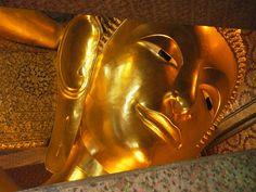Liegender Buddha: Wat Pho in Bangkok: Reiseblog #BackpackYourLife www.backpack-your-life.de von Viola Backfisch