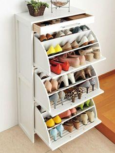 un meuble chaussures design intéressant avec des tiroirs