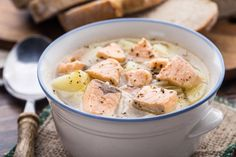 Blanquette of salmon with potatoes Baby Food Recipes, Soup Recipes, Salmon Potato, Multicooker, Marie Claire, Fish And Seafood, Cooking Time, Slow Cooker, Cheeseburger Chowder
