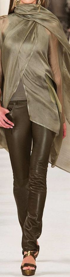 closet ideas women fashion outfit clothing style apparel Ralph Lauren Collection Spring 2015 Ready to wear Love Fashion, High Fashion, Fashion Beauty, Womens Fashion, Fashion Design, Fashion Trends, Ralph Lauren Style, Ralph Lauren Collection, Casual Chic