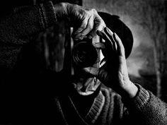 Me gustan las fotos de fotógrafos haciendo fotos, no sé el objetivo me embruja