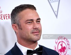 Fotografia de notícias : Actor Taylor Kinney arrives at the 2018 Carousel. Beverly Hills, Taylor Kinney Chicago Fire, Chicago Med, Chris Wood, Best Tv Shows, Carousel, Taylors, American, Boys