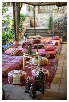 BODA EN TOLEDO. MARLETT  Relax.  Crea una zona de chill out para que los invitados se relajen....