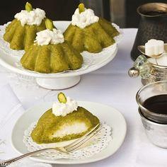 Pistachio semolina cake with cream (Mafroukeh bel-festuk) / recipe from Taste of Beirut