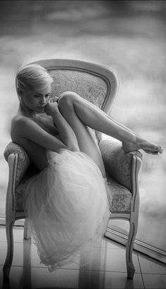Miss you tulle skirt soft black and white. Captivating