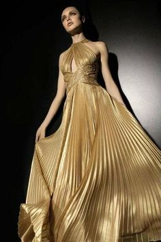 Zuhair murad spring 2018 ready-to-wear fashion show glamour Zuhair Murad, Satin Dresses, Formal Dresses, Short Dresses, Dress Outfits, Fashion Dresses, Fantasy Dress, Couture Dresses, Beautiful Gowns