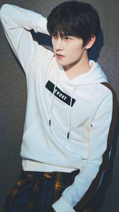 Yang Wei, Yang Yang Actor, Wei Wei, Handsome Actors, Cute Actors, Handsome Boys, Asian Love, Asian Men, Ji Chan Wook