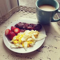 BREAKFAST: eggs, turkey bacon, and strawberries. Just good and simple.  ____________________________ #lowcarb #lowcarbs #lowcarblifestyle #lowcarbing #atkins #atkinsdiet #keto #ketogenic #ketosis #healthyeating #weightloss #loseweightnow #loseweight #fitfood #lavkarbo #healthyfood #breakfast #tiugirl #tiuteam #foodjournal #foodblogger #sugarfreelikeme