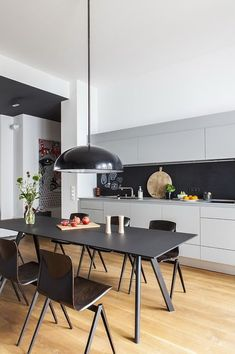 Browse the most stylish products for your Kitchen & Dining Room. What about new chandelier over the dining table? Or maybe nice vase as a kitchen decor? Scandinavian Interior Design, Scandinavian Home, Flat Interior, Kitchen Interior, Kitchen Dining, Kitchen Decor, Dining Room, Berlin Apartment, Small Spaces