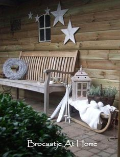 I'm here to beg you:Don't neglect the garden at Christmas time!Make your very own Modern Country Christmas Garden! There's so much opportunity on even the smallest scale, to get creative. In fact, it Christmas Garden, Christmas Porch, Country Christmas, Outdoor Christmas, Winter Christmas, Christmas Time, Christmas Crafts, Winter Porch, Cozy Winter