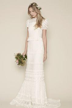 Yo quiero comer perdices contigo.. Rue De Seine Louvre wedding dress