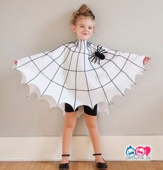 Each of these adorable last minute Halloween costumes require uses just one homemade piece that requires no sewing. Add in pants and a shirt for an easy Halloween costume. Toddler Spider Costume, Spider Web Costume, Spider Halloween Costume, Halloween Dress, Halloween Ghosts, Diy Carnival, Carnival Costumes, Costumes Kids, Costumes Enfants