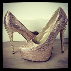 Disco shoes with studs