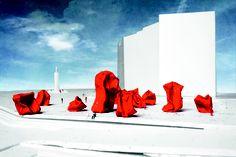 Rock Strangers - Oostende  Mit seinen knallroten Skulpturen erregt der Künstler Arne Quinze weltweit Aufsehen. Die 'Rock Strangers' hat er anlässlich der Kunsttriennale Beaufort im Sommer 2012 erschaffen. Sie können am Strand von Oostende bestaunt werden.