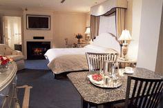 Dream of a romantic getaway at the stylish Cincinnatian Hotel. Click for more MIdwest romantic getaways! (Photo Courtesy of Cincinnatian.)