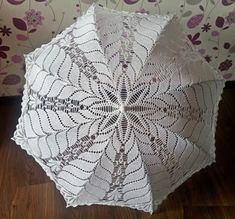 Free crochet patterns and video tutorials: How to crochet umbrella free pattern Crochet Wedding Dress Pattern, Crochet Tunic Pattern, Crochet Blanket Patterns, Crochet Sunflower, Crochet Daisy, Thread Crochet, Free Crochet Bag, Easy Crochet, Purse Patterns