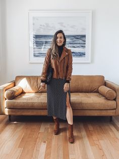 5 Ways to Wear a Tan Leather Jacket Tan Leather Jackets, Brown Suede Jacket, Leather Coats, Bomber Jacket Outfit, Leather Jacket Outfits, Brown Jacket Outfit, Sweaters And Jeans, Autumn Fashion, London Fashion