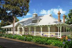 Façade & garden of Australian heritage home Weatherboard House, Queenslander, Australia House, Homestead House, Cedar Homes, Facade House, House Exteriors, Australian Architecture, Interior Garden