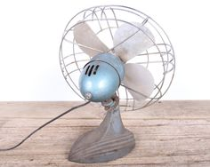 This is a vintage Wizard Deluxe fan from Western Auto Supply Co! The fan has a great look and it will be amazing displayed in your home or office! It