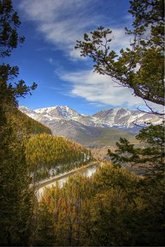 Trail Ridge Road - Colorado From Estes Park to Grand Lake. Beautiful scenery but terrifying road Trail Ridge Road Colorado, Colorado Mountains, Rocky Mountains, Parque Natural, Grand Lake, Estes Park, Rocky Mountain National Park, Vacation Spots, Beautiful Landscapes