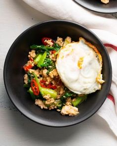 Thai Lime & Garlic Steamed Fish - Marion's Kitchen Chinese Bbq Pork, Asian Pork, Fried Chicken Wings, Roast Chicken, Lemon Grass, Lemon Fish, Tomato Gravy, Salmon Salad, Spicy Sauce