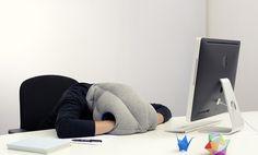 L'oreiller portatif pour dormir au bureau