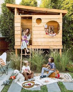 An outdoor play space is the warm-weather antidote to a messy house. Here's ho… An outdoor play space is the warm-weather antidote to a messy house. Here's how one Southern California family created a modern, kid-friendly retreat in their backyard Backyard Fort, Backyard Playground, Backyard For Kids, Backyard Landscaping, Playground Ideas, Backyard House, Modern Backyard Play, Kids House Garden, Plastic Playground
