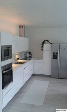 keittiö Beach Kitchens, Cool Kitchens, Kitchen Dining, Kitchen Cabinets, Scandinavian Living, Kitchen Interior, Decoration, Sweet Home, Interior Design