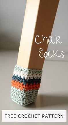 Are you sick of the screaching sound your chairs make Sick of getting your floors scratched Make these crochet chair socks Easy pretty and convenient Get the free pattern here freecrochet freecrochetpatterns diycrochet crochethomedecor freepattern Crochet World, Crochet Home, Cute Crochet, Crochet Crafts, Yarn Crafts, Crochet Birds, Crochet Bear, Crochet Animals, Crochet Pattern Free