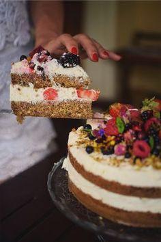 Jste cukrfree a nedovedete si představit narozeniny bez dortu? S tímhle cukrfree narozeninovým dortem si je ani představovat nemusíte! :) Cheesecake Brownies, Food And Drink, Low Carb, Cooking Recipes, Sweets, Baking, Desserts, Cakes, Tailgate Desserts