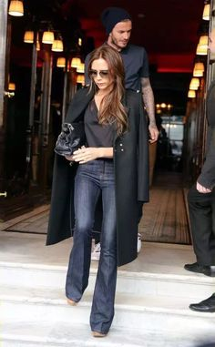 It Girl Fashion Rules to Live By victoria beckham dark outfit Victoria Beckham Outfits, David And Victoria Beckham, Victoria Beckham Style, Victoria Beckham Clothing, Victoria Beckham Fashion, David Beckham, Mode Outfits, Fall Outfits, Casual Outfits