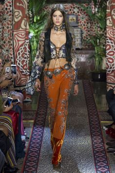 Nice #ROBERTOCavalli #fashion #Koshchenets    Roberto Cavalli Spring 2017 Ready-to-Wear Collection Photos - Vogue... printed flare pants Check more at http://fashionie.top/pin/29299/