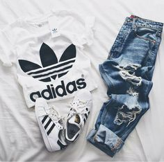 Conjunto Adidas Camiseta + Tênis superstar