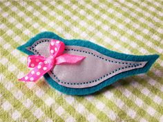 Boho Bonbon: Heijastimia - Some reflectors Christmas Crafts, Xmas, Diy For Kids, Diy And Crafts, Baby Shoes, Projects To Try, Felt, Safety, Candy