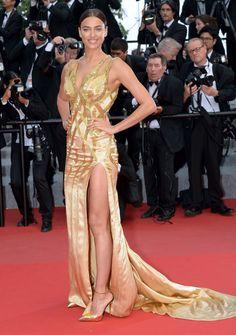 Irina Shayk en robe fendue Versace. #Cannes2015 #IrinaShayk #robe