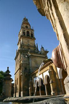 La torre de la Mezquita-Catedral sigue siendo actualmente el edificio más alto de Córdoba / The tower of the Mosque-Cathedral is still the highest building of Cordoba