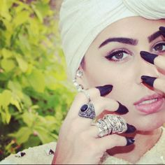 head wrap | turban, henna, eyeliner.  Totally going to adopt the henna look