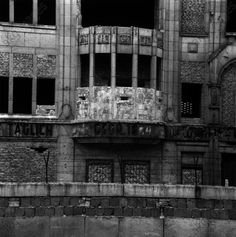 akg-images -Berlin Wall / Deserted building / 1962Berlin, Berlin Wall.  An evacuated building along the sector border which has been walled up: a former bay window has been transformed into a watchpost with embrasures for firing weapons.  Photo, 5 June 1962.G. Schütz
