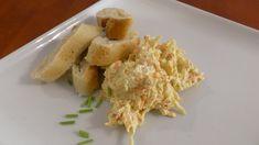 Zazvonila vám u dveří návštěva a vy se chcete jako hostitelé předvést? Stačí 7 ingrediencí a 5 minut času. Naše holandská pomazánka je tak dobrá, že se k vám budou strávníci opravdu rádi vracet. Potato Salad, Grains, Rice, Potatoes, Cheese, Ethnic Recipes, Food, Red Peppers, Potato
