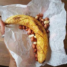 Kofi brokeman anyone?! The sweet memories of eating this on the street, from some old newspaper under the hot Ghanaian sun just puts all my worries away 🤗. #SimpleAndDelicious #HappyNewWeekFam #AduanePa #Ghanaianstreetfood #EatGhana #GhanaInFinland __ #Lovefoodlaughter #GhanaFood #Kofibrokeman #roastedripeplantain #Peanuts #Delicious #goodfood #instafood #instapics #instafood #instapics #igers #foodpics #foodphotography #foodgasm #foodiegram #foodstagram #katslifestyle #healthylifestyle…