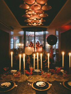 Everybody knows that New Year's Eve parties should include as much sparkle as you can manage. But beyond the glitter, do you have the know-how to create a