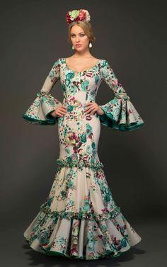 Flamenca dress and dancer Dance Outfits, Dress Outfits, Fashion Outfits, Flamenco Costume, Flamenco Dresses, Spanish Dress, Spanish Dancer, Anniversary Dress, Ballroom Dress