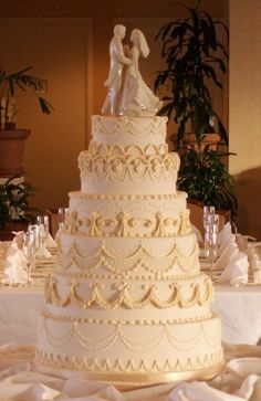 7-tier Cake, Royal Icing Lambeth Method Overpiping by Superstar Pastry Design via Cake Central